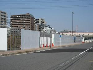 道路側から見た西図書館建設予定地